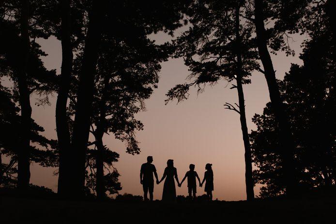 Samen genieten van de zonsondergang op de Landschotse Heide in Middelbeers.