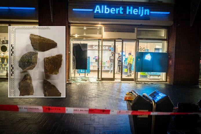 De voorgevel van de Albert Heijn aan 't Goylaan werd 25 januari opgeblazen door een vuurwerkbom.