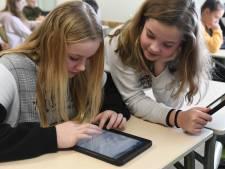 Iedereen aan de iPad op het Lingeborgh in Geldermalsen