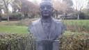 Het standbeeld van oud-directeur Harrie Jansen van Jansen de Wit in het Jansenpark in Schijndel. Hier komt vanaf 18 juni een groot terras.