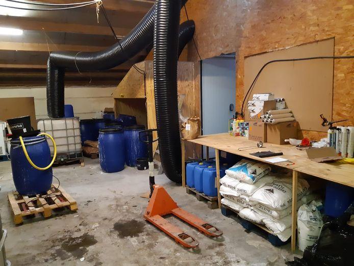 De binnenkant van het drugslab in Eersel.