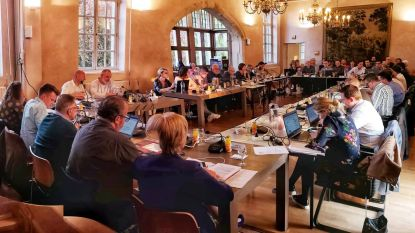 Lid van meerderheid op reis: geen gemeenteraad in oktober