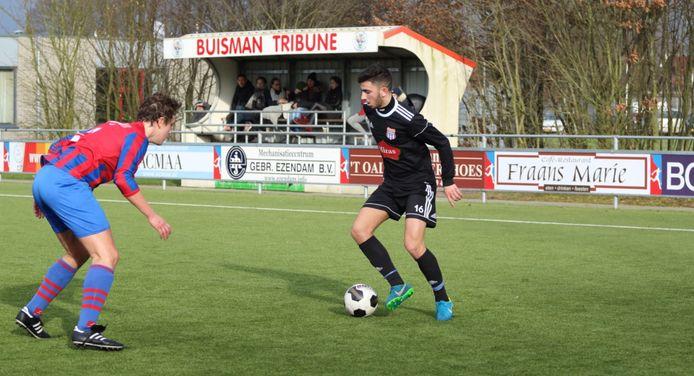 De Buisman Tribune van Saasveldia, vastgelegd in de thuiswedstrijd tegen FC Suryoye Mediterraneo.