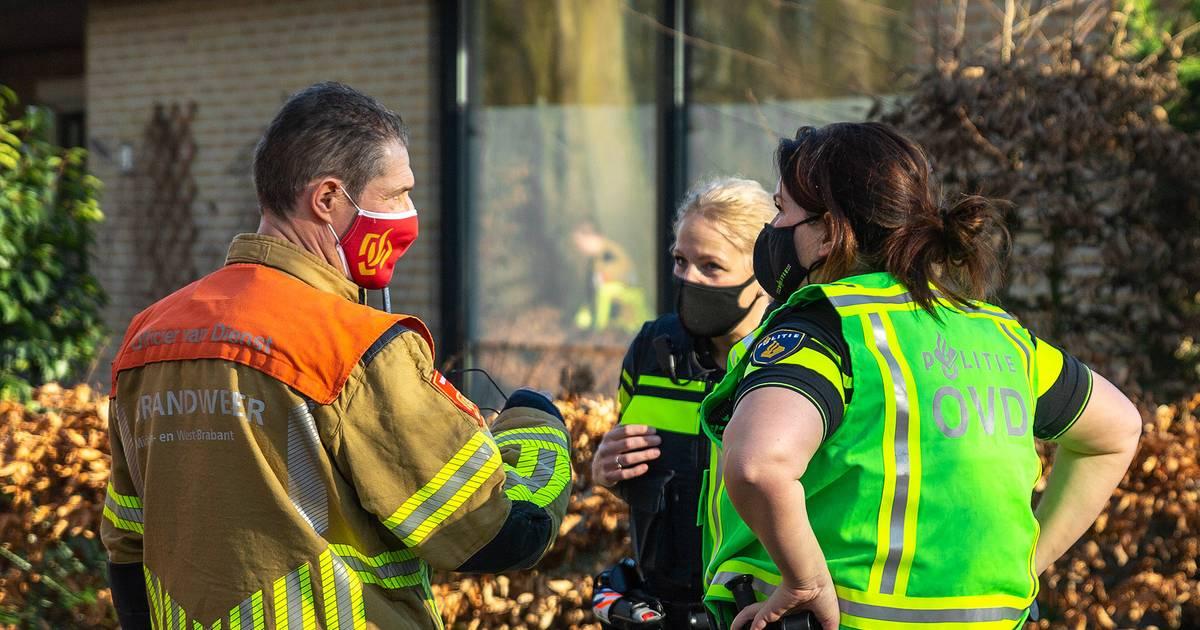 Bewoner in #Raamsdonk ademt gaslucht in en moet naar ziekenhuis, straten en brandgangen weer vrijgegeven.