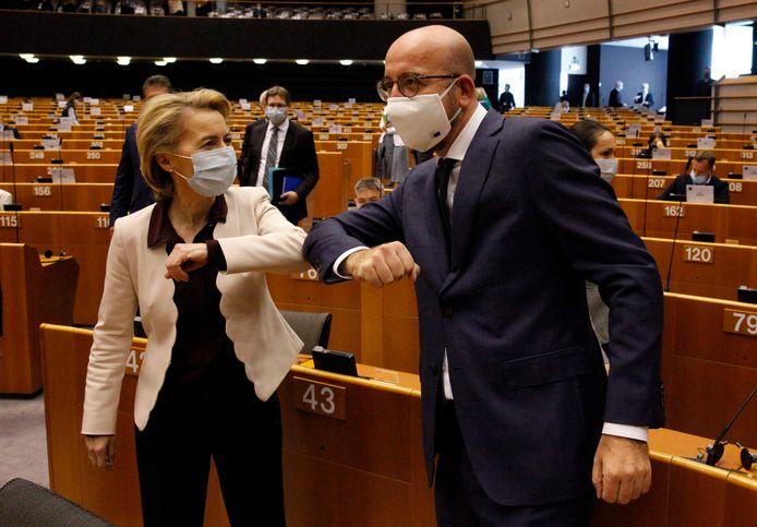 In het Europees Parlement is vandaag gedebatteerd over het EU-akkoord voor een meerjarenbegroting en een speciaal coronafonds. Bij het debat waren Ursula von der Leyen (links, voorzitter Europese Commissie) en Charles Michel (voorzitter Europese Raad) aanwezig.