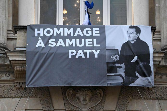 Een foto van Samuel Paty aan de opera van Montpellier