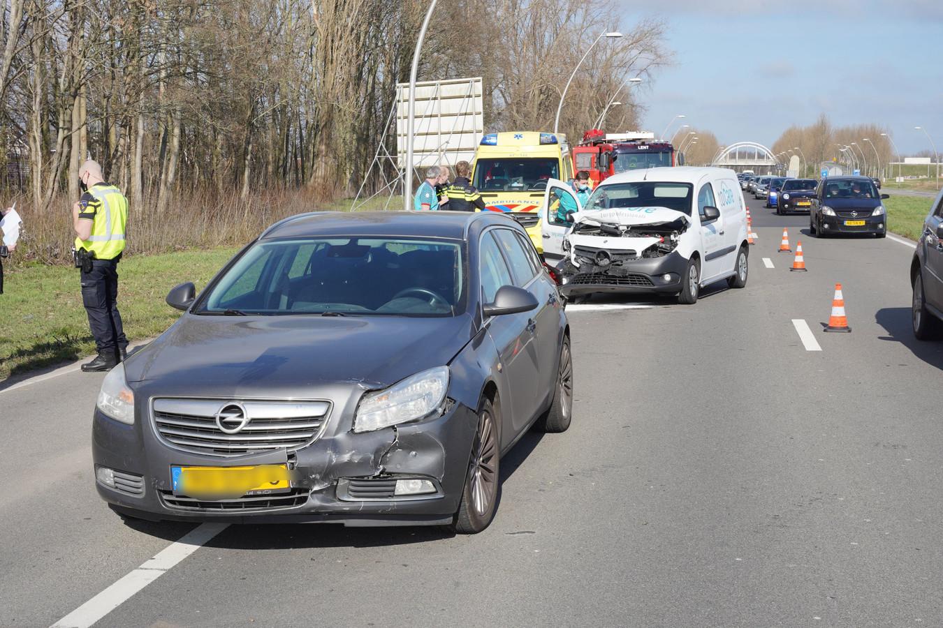 Aanrijding op de Prins Mauritssingel in Lent.