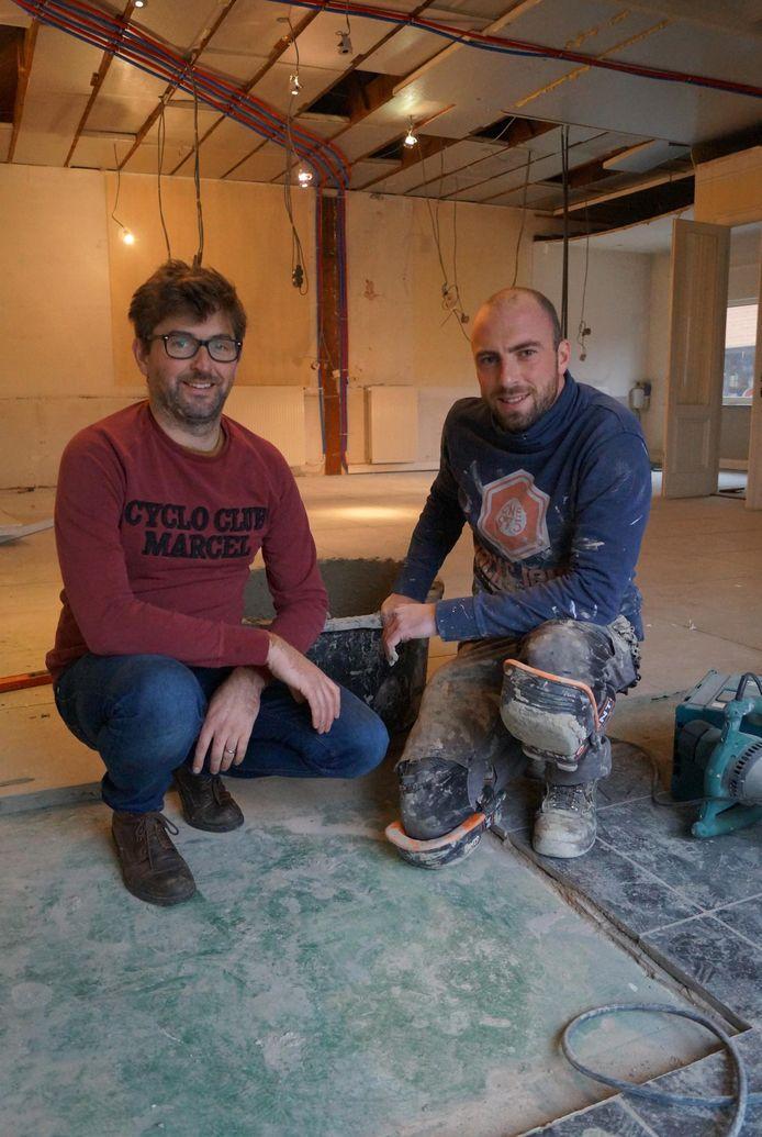 Birger Allary en Karel Knockaert in hun toekomstige cateringbedrijf in de Bruggestraat in Ruiselede.