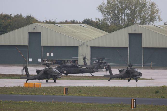 Amerikaanse  Apaches en Blackhawks op Vliegbasis Eindhoven