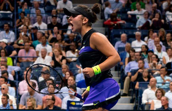 Bianca Andreescu juicht na haar overwinning op Mertens