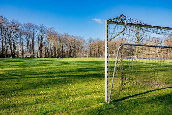 De voetbalvelden blijven voorlopig nog leeg.