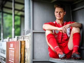 """KFC Eksaarde-speler Matthias schrijft mee aan actieplan tegen discriminatie in Belgisch voetbal: """"Machocultuur uit voetbal bannen"""""""