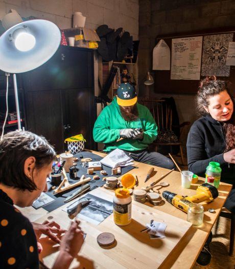 Creatief feestje in een garagebox tijdens de avondklokuren, 'We zien wel wat de nacht ons brengt'