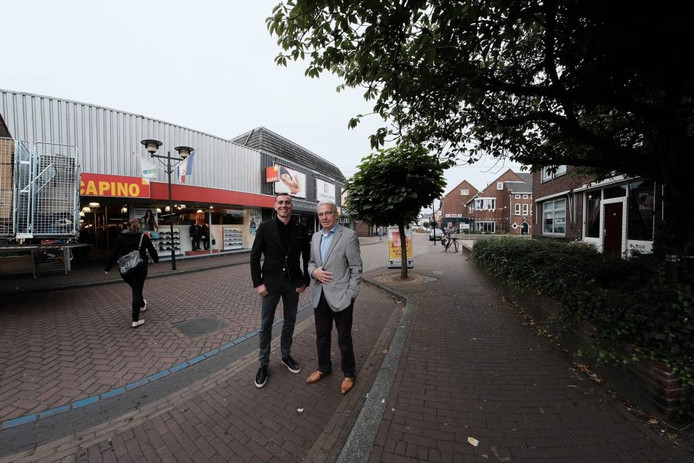 """Frank Hageman (links) en Hens Wolf spreken namens de Spoorstraatondernemers in Didam. """"Wij staan achter het breedgedragen 'Masterplan' voor het centrum."""""""