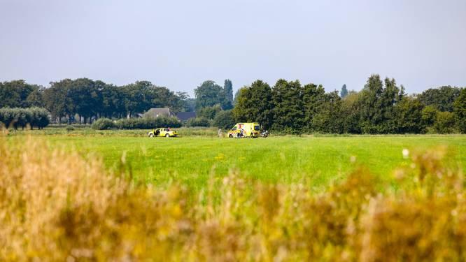 Landing van parachutist eindigt verkeerd in Teuge: slachtoffer naar ziekenhuis