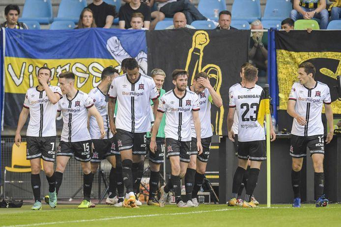 2021-08-05 20:31:54 ARNHEM - Spelers van Dundalk FC vieren de 2-1 van Patrick McEleny of Dundalk FC tijdens de Conference League wedstrijd Vitesse vs Dundalk, donderdag 5 augustus in Arnhem, Nederland. ANP GERRIT VAN KEULEN