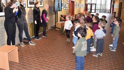 Kleuters Gemeenteschool leven zich uit in Destelheide dankzij Antwerpse studenten