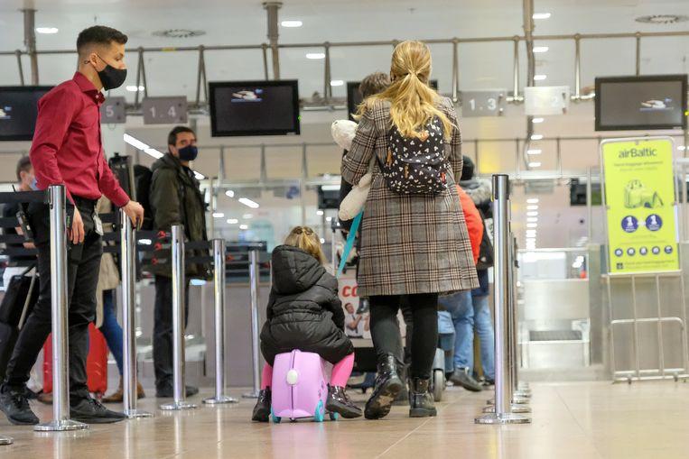 Reizigers op de luchthaven van Zaventem. Beeld Marc Baert