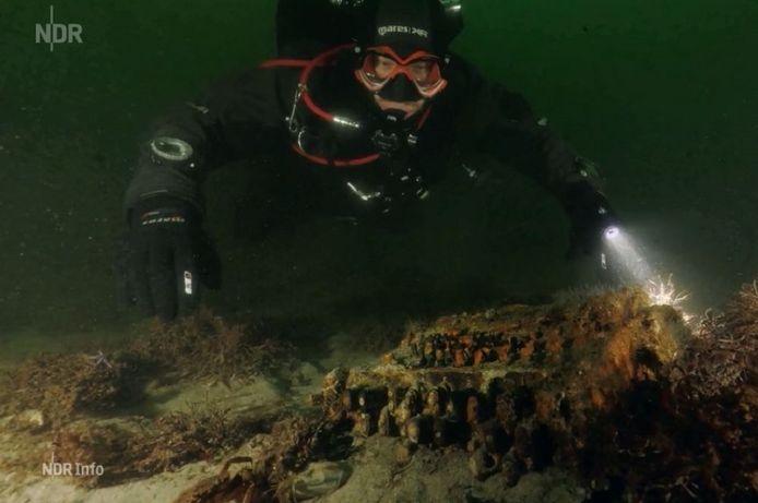 De duikers zochten voor de Duitse tak van het Wereldnatuurfonds naar spooknetten en ander zwervend vistuig.