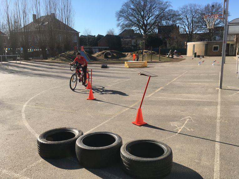 Het fietsparcours, opgesteld op basisschool Sancta Maria in Gentbrugge