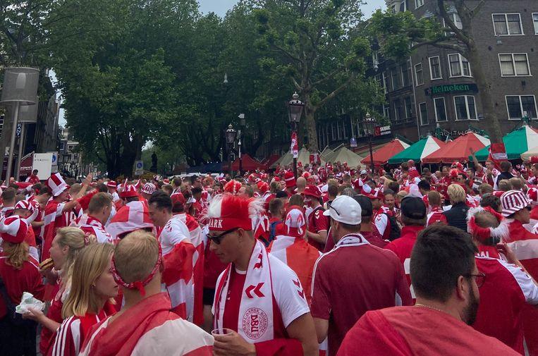 Supporters op Rembrandtplein. Beeld Madelief van Dongen
