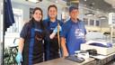 Willem van Wijk blijft de paling samen met met zijn dochter Albertina en kleinzoon Mike trouw