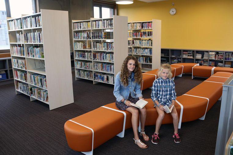 Muriël en Erin in de nieuwe bibliotheek.