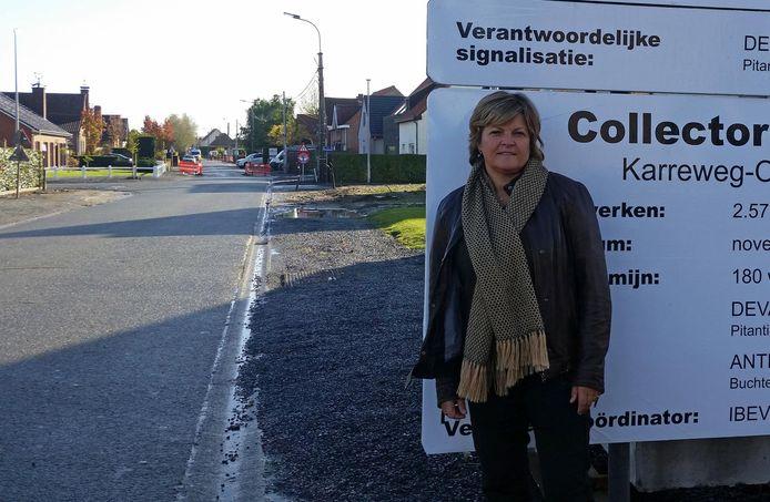 Schepen Sophie Delaere in de Houtstraat, waar de werken volgende week starten.