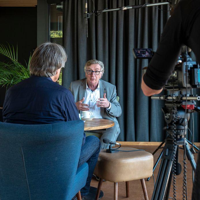 Burgemeester Geert van Rumund maakt videoblog voor Wageningse bevolking.