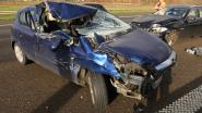 Auto rijdt in op vrachtwagen op E17: zware crash maar geen gewonden