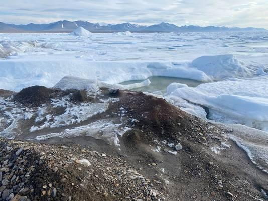 Le petit îlot au large du Groenland