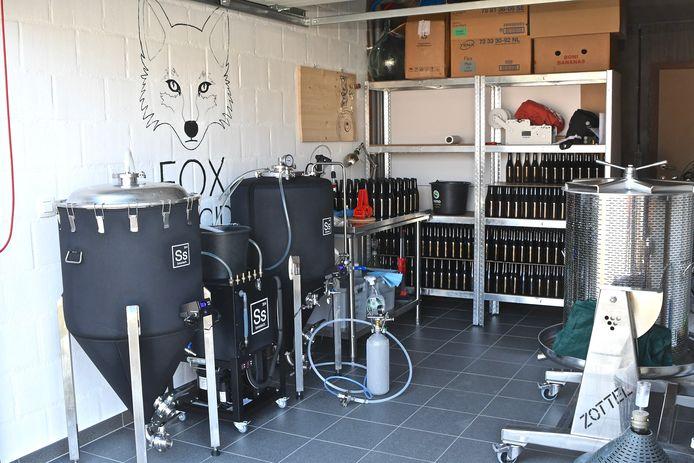 Maxime Claeys produceert in de garage van zijn woning Fox Appel Cider.