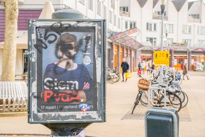 Verkiezingsposter van de PvdA met Lilianne Ploumen is beklad in winkelcentrum Molenvliet in Woerden.