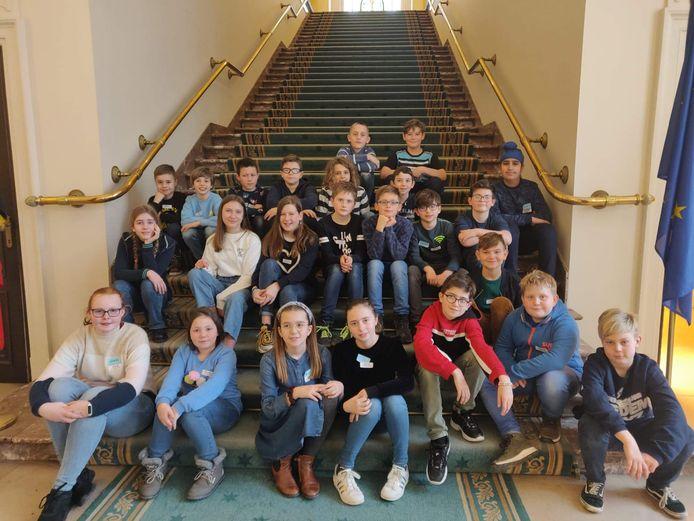 De leerlingen van De Knipoog bezochten het Vlaams parlement.