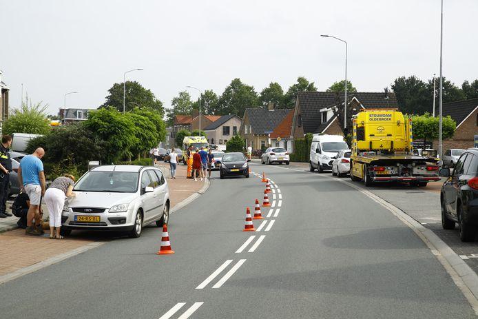Op de Stationsweg botsen twee auto's op elkaar, net nadat een wielrenner gewond was geraakt bij een ander ongeval.