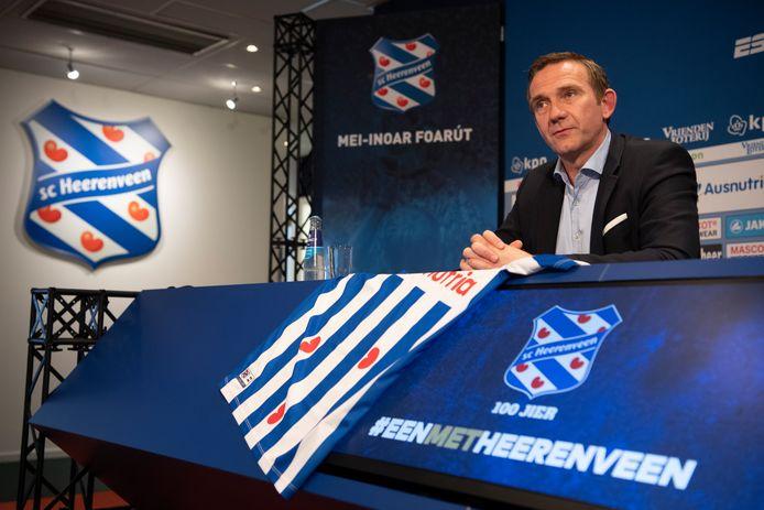 Ferry de Haan bij zijn presentatie bij SC Heerenveen.