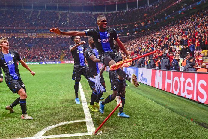 Diatta heeft net in minuut 92 de 1-1 binnengetrapt en trekt zijn shirt uit. Mata beslist de ultieme gelijkmaker te vieren door de cornervlag in twee te trappen. Ze krijgen allebei een tweede gele kaart. Club eindigt de match met negen.