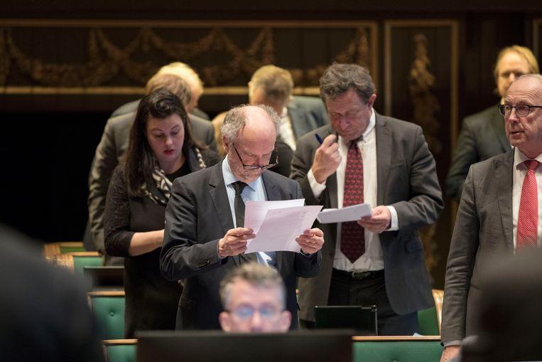 Forum voor Democratie in de Eerste Kamer. Met Paul Cliteur in het midden, rechts van hem Paul Fentrop, links Annabel Nanninga.  Beeld Werry Crone