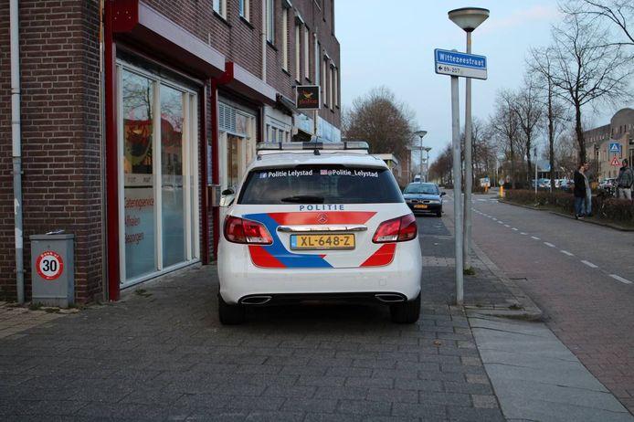 De politiewagen voor het Chinese (afhaal)restaurant.