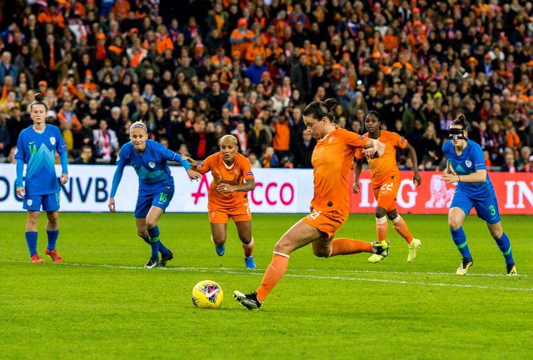 Sherida Spitse in actie in het shirt van het Nederlands elftal.  Beeld Hollandse Hoogte / Cor Lasker