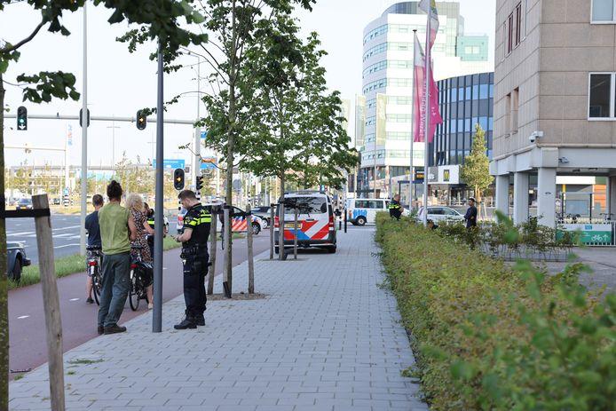 Agenten nemen getuigenverklaringen op na een vechtpartij op de Binckhorstlaan.