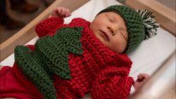Hartverwarmend: in dit ziekenhuis haken verpleegsters unieke kersttruien voor alle pasgeboren baby'tjes