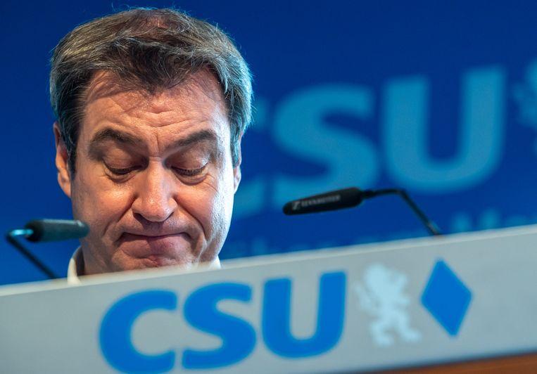 De Beierse premier Markus Söder legt zich neer bij het kandidaatschap van zijn tegenstander Armin Laschet.  Beeld Peter Kneffel/dpa