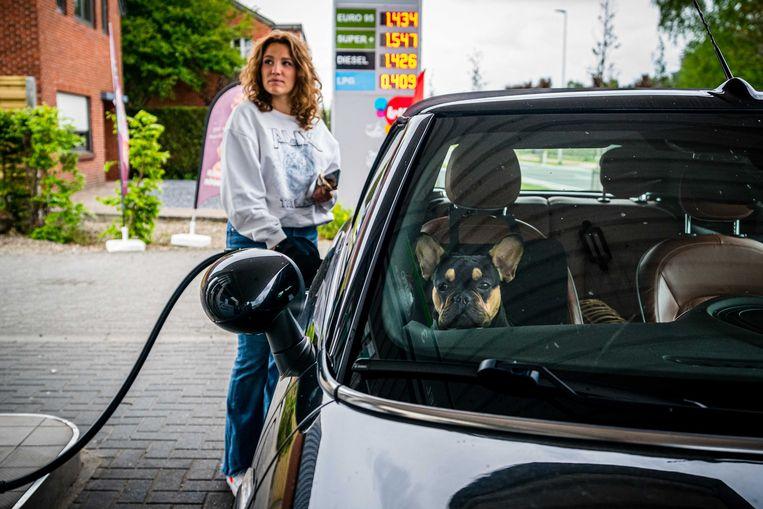 Aanbieders van diesel en benzine zouden volgens de klimaatplannen moeten gaan betalen voor CO2-rechten. Volgens DNB hoeft dat niet te betekenen dat de prijzen omhoog gaan. Beeld ANP