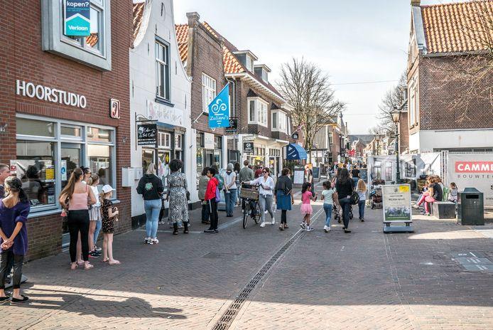 Ondernemers zijn tevreden over de drukte in de kern van de Dorpsstraat.