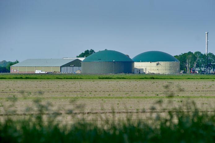 Vanwege het Brabantse mestoverschot zoekt de provincie locaties voor een verwerkingsfabriek. In de gemeente Woensdrecht krijgt Den Bosch daar de handen niet voor op elkaar.