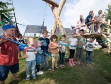 Nieuw speeltoestel geopend aan hofje Edith Piafstraat