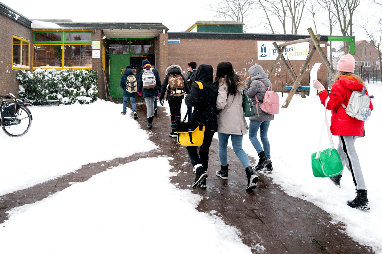 Zodra één leerling positief getest wordt, moet de hele klas tien dagen in quarantaine. Beeld Hollandse Hoogte /  ANP