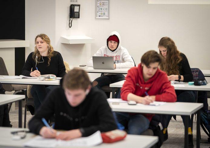 Niet alle middelbare scholen gaan vanaf maandag weer volledig open. Ter illustratie.