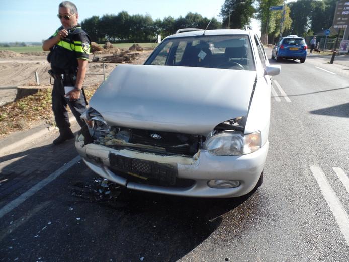 Een van de beschadigde auto's.